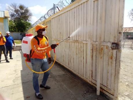 imagen Defensa Civil une esfuerzos con el MINERD durante jornada de desinfección