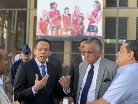 imagen Ministro Antonio Peña Mirabal junto alpresidentedel comité Olímpico Dominicano, Luisín Mejía.